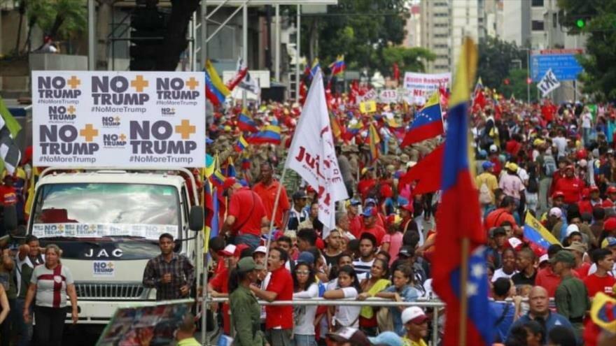 Una multitud de gente secunda las movilizaciones en las calles de Venezuela, a favor de la campaña 'No más Trump', 21 de septiembre de 2019.