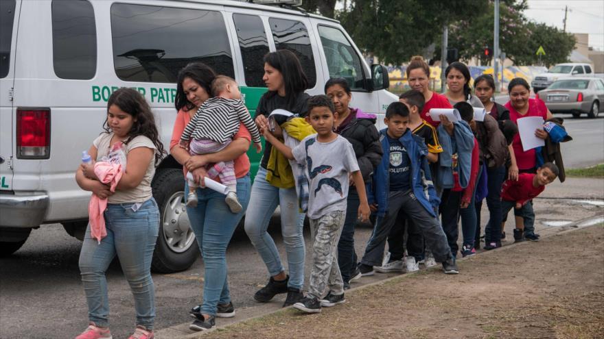 Familias migrantes centroamericanas en el estado estadounidense de Texas, 24 de julio de 2019. (Foto: AFP)