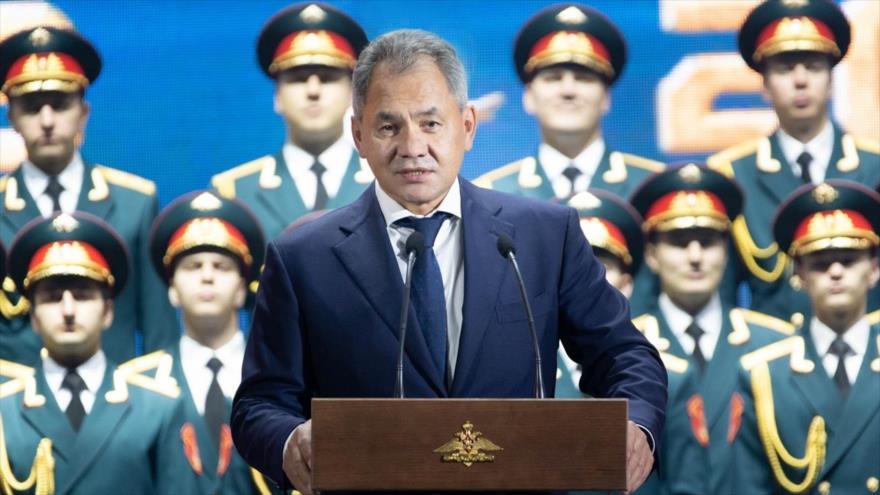 El ministro de Defensa de Rusia, Serguéi Shoigú, habla en un acto militar ante centenares de efectivos rusos.