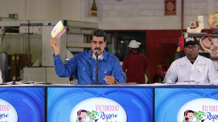 El presidente venezolano, Nicolás Maduro, y el ministro venezolano de Educación, Aristóbulo Isturiz, en Caracas, 10 de septiembre de 2019. (Foto: AFP).