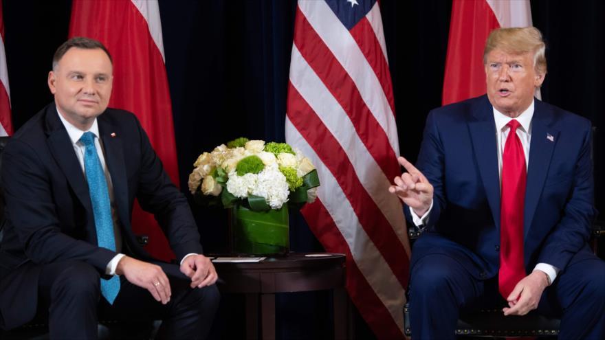 El presidente de EE.UU., Donald Trump (dcha.), y su par polaco, Andrzej Duda, en una reunión en Nueva York, EE.UU., 23 de septiembre de 2019. (Foto: AFP)