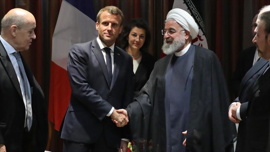 El presidente iraní, Hasan Rohani (dcha.), y su par francés, Emmanuel Macron, tras una reunión en Nueva York, 23 de septiembre de 2019. (Foto: AFP)