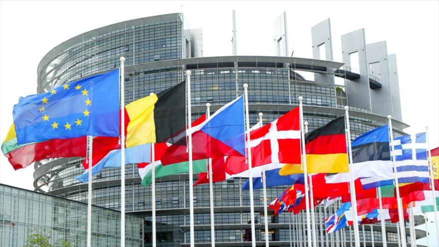 Las banderas de los países miembros de la Unión Europea (UE) en Bruselas, sede de este bloque.