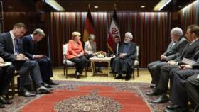 Rohani a Merkel: En el comunicado del trío europeo calumnian a Irán