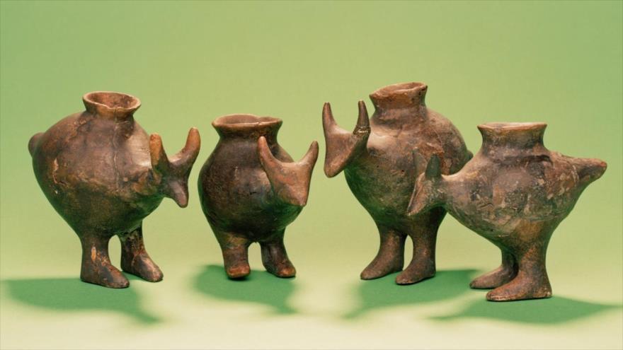 Biberones de la Edad de Bronze hallados en Vösendorf, Austria.