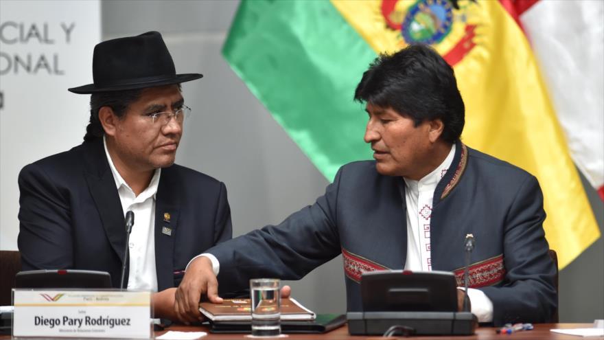 El presidente boliviano, Evo Morales, y el canciller, Diego Pary Rodríguez, en Lima, 25 de junio de 2019. (Foto: AFP)