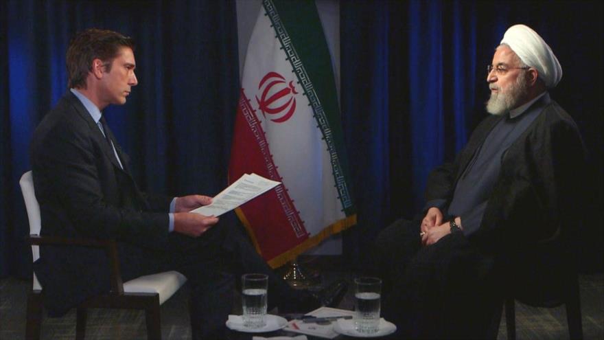El presidente de Irán, Hasan Rohani (dcha.), en una entrevista con la cadena estadounidense ABC News, Nueva York, 25 de septiembre de 2019.