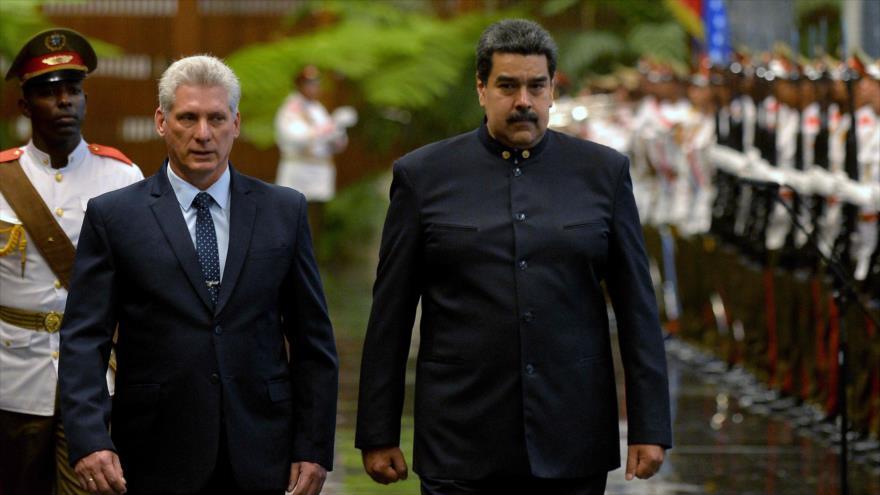 El presidente de Cuba, Miguel Díaz-Canel, (izq.) y su homólogo venezolano, Nicolás Maduro, 21 de abril de 2018, en La Habana, Cuba (Foto: AFP)