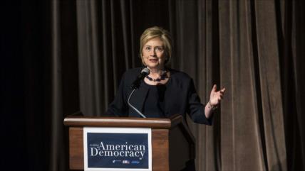 """Hillary Clinton: Trump es un """"peligro claro y presente"""" para EEUU"""