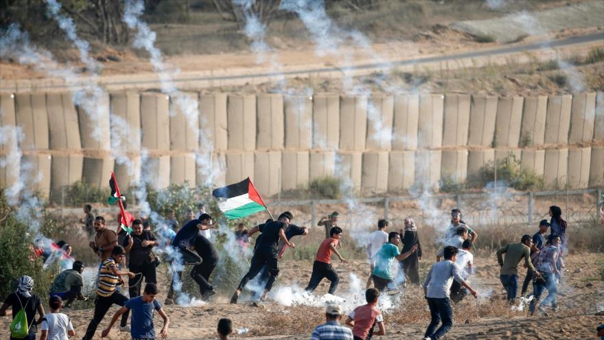 Un palestino muerto y 63 heridos por disparos israelíes en Gaza