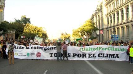 Miles de españoles marchan contra el cambio climático