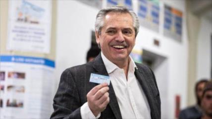 Sondeo: Fernández ganaría a Macri en la primera vuelta