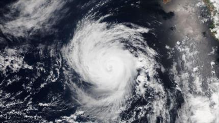 Poderoso huracán Lorenzo amenaza con llegar a Europa