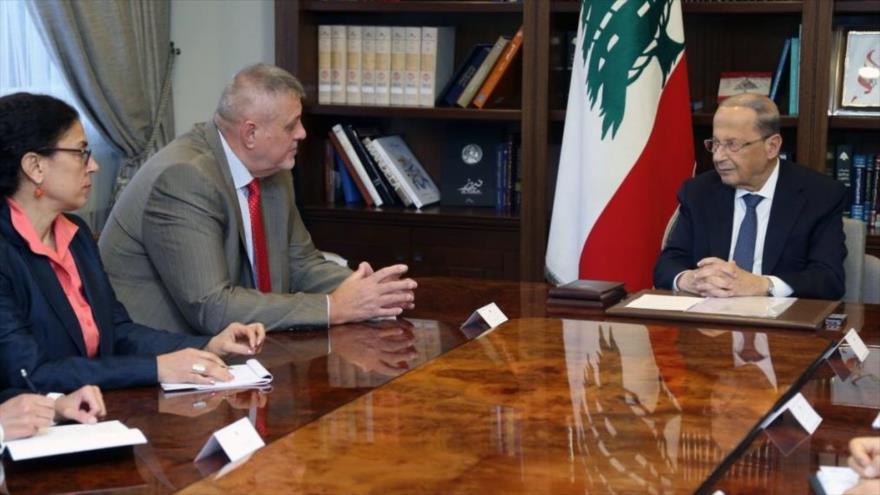 El presidente libanés, Michel Aoun (dcha.), recibe el coordinador especial de la ONU para El Líbano, Jan Kubis, Beirut, capital libanesa.