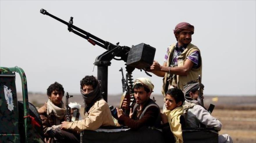 Combatientes del movimiento popular yemení, Ansarolá, en una zona rural cerca de Saná, capital de Yemen, 21 de julio de 2016. (Foto: REUTERS)