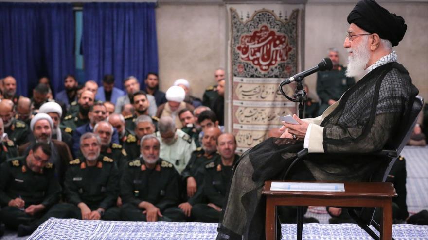 El Líder iraní, el ayatolá Seyed Ali Jamenei, reunido con comandantes del Cuerpo de Guardianes de la Revolución Islámica (CGRI), 2 de octubre de 2019.