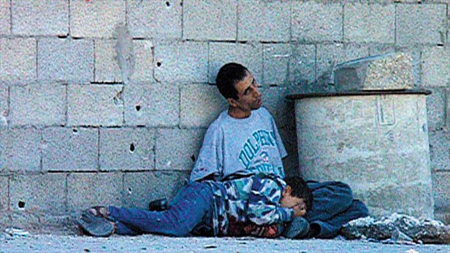 Muhammad al-Durrah, niño palestino asesinado por soldados israelíes en 2000 en Gaza, mientras él y su padre buscaban donde refugiarse en medio de un tiroteo.