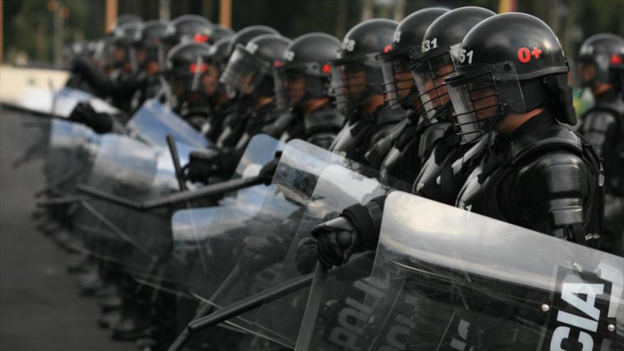 Colombianos firman una petición contra la represión policial | HISPANTV