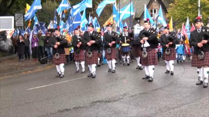 Miles piden independencia de Escocia en las calles de Edimburgo
