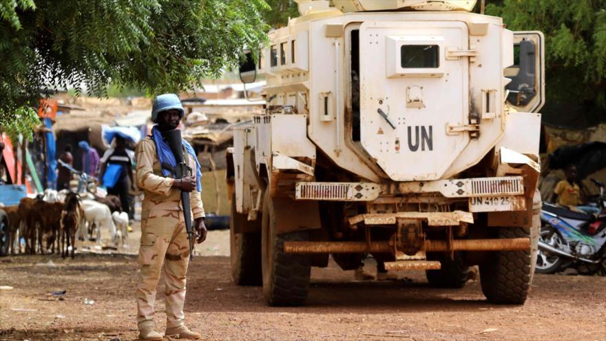 Un miembro de las fuerzas de paz de las Naciones Unidas patrulla en las calles de Gao (Malí), 24 de julio de 2019. (Foto: AFP)