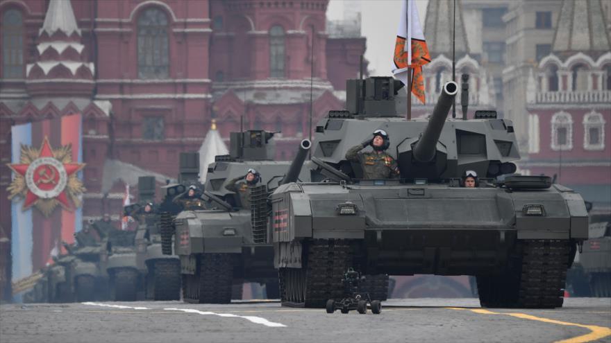 Tanques rusos T-72 B3 durante el desfile militar del Día de la Victoria en la Plaza Roja, Moscú, 9 de mayo de 2019. (Foto: AFP)