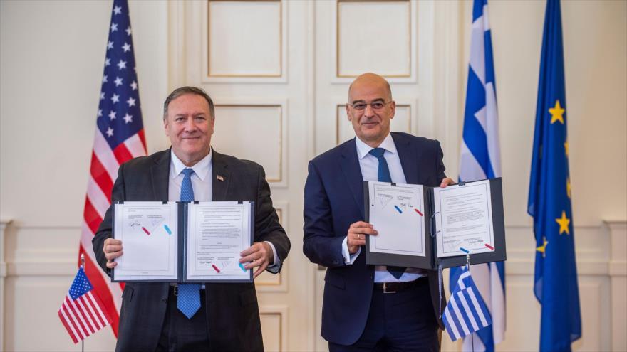 El secretario de Estado de EE.UU., Mike Pompeo (izq.), y el ministro de Exteriores griego, Nikos Dendias, Atenas, 5 de octubre de 2019. (Foto: AFP)