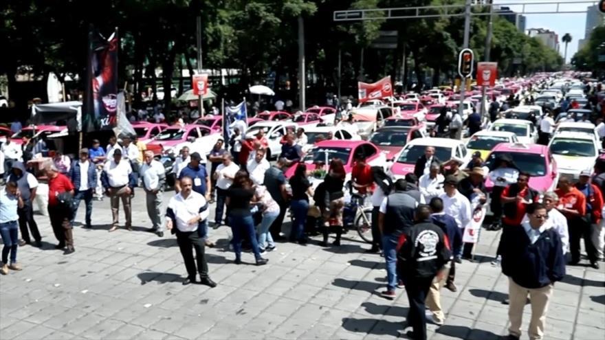 Taxistas marchan para exigir salida de aplicaciones extranjeras