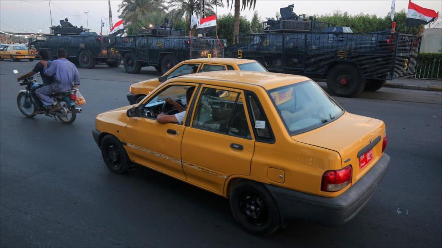 Autos circulan con normalidad en una calle de la Ciudad Sadr, Bagdad, 7 de octubre de 2019. (Foto: AFP)