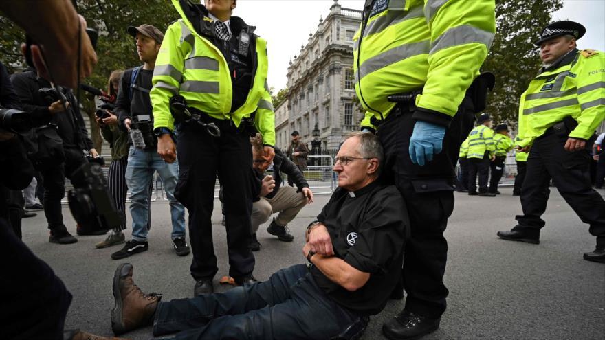 Policía de Londres arresta a más de 450 activistas ambientalistas