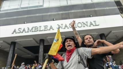 Desalojan a los manifestantes que tomaron el Congreso de Ecuador