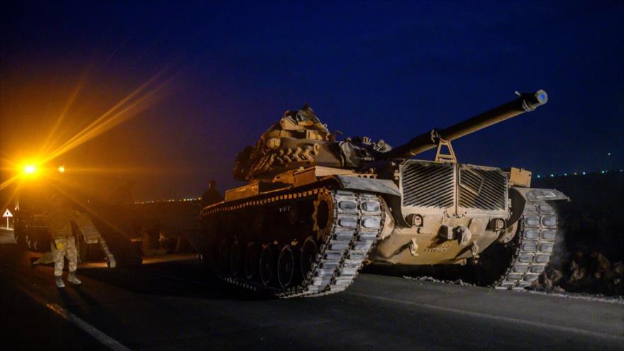Tanques del Ejército turco se dirigen hacia la frontera con Siria, 8 de octubre de 2019. (Foto: AFP)