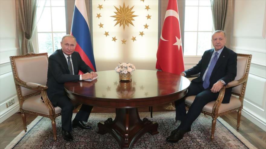 El presidente de Rusia, Vladimir Putin (izq.), se reúne con su homólogo turco, Recep Tayyip Erdogan, en Ankara, 16 de septiembre de 2019. (Foto: AFP)