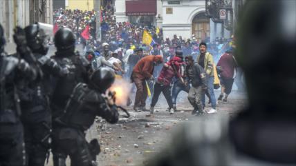 Indígenas vuelven a protestar en Ecuador y chocan con policías