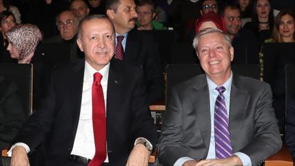 Senadores de EEUU piden incautar activos de Erdogan