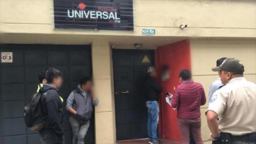 La Fiscalía y la Policía de Ecuador realizaron un allanamiento en las instalaciones de radio Pichincha Universal, la señal radial de la Prefectura de Pichincha.