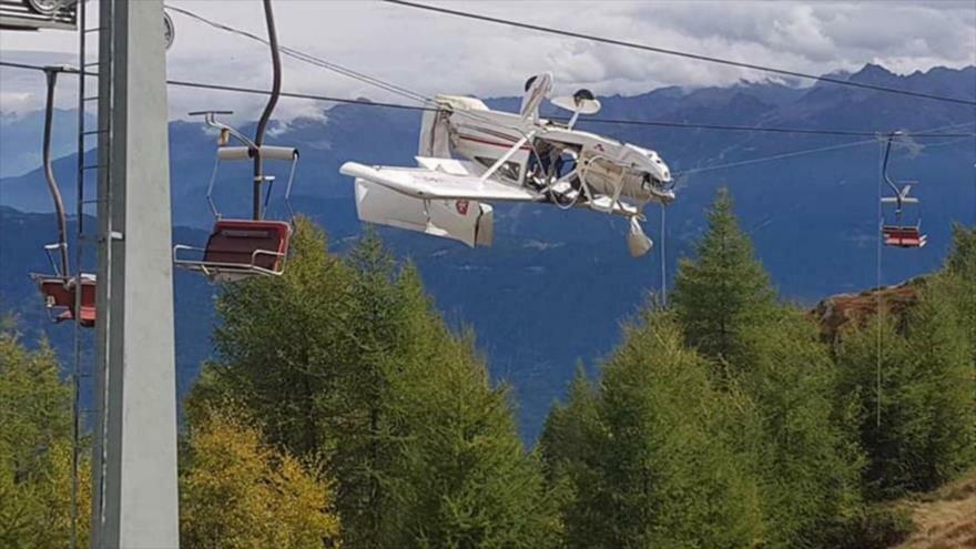 Avioneta se estrelló contra los cables del telesilla de la estación de esquí de Prato Valentino (Italia).