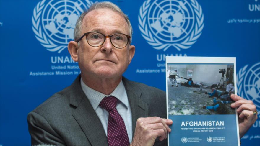 Richard Bennett, el jefe de UNAMA, habla con la prensa en Kabul, capital afgana, 24 de febrero de 2019. (Foto: AFP)