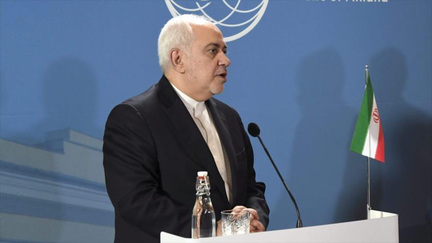 El canciller iraní, Mohamad Yavad Zarif, ofrece una rueda de prensa en Finlandia, 19 de agosto de 2019. (Foto: AFP)