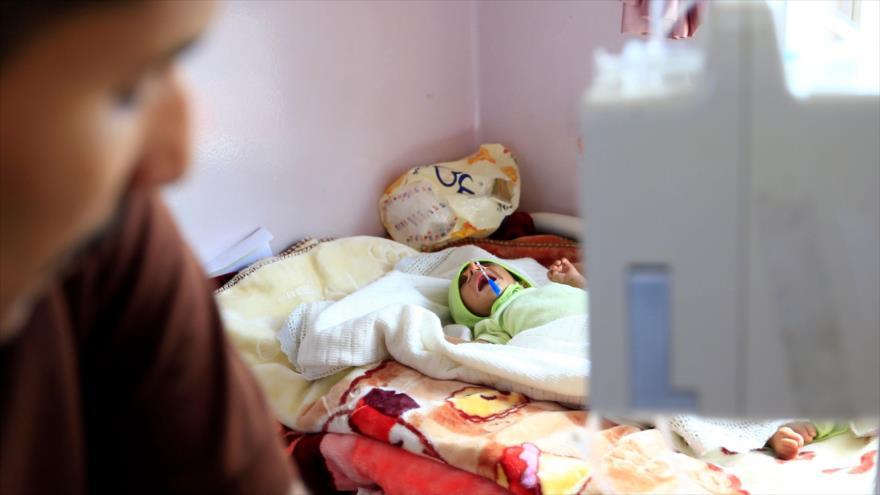 Un bebé yemení que sufre de malnutrición en un centro de atención médica en Saná, capital de Yemen, 5 de octubre de 2019. (Foto: AFP)
