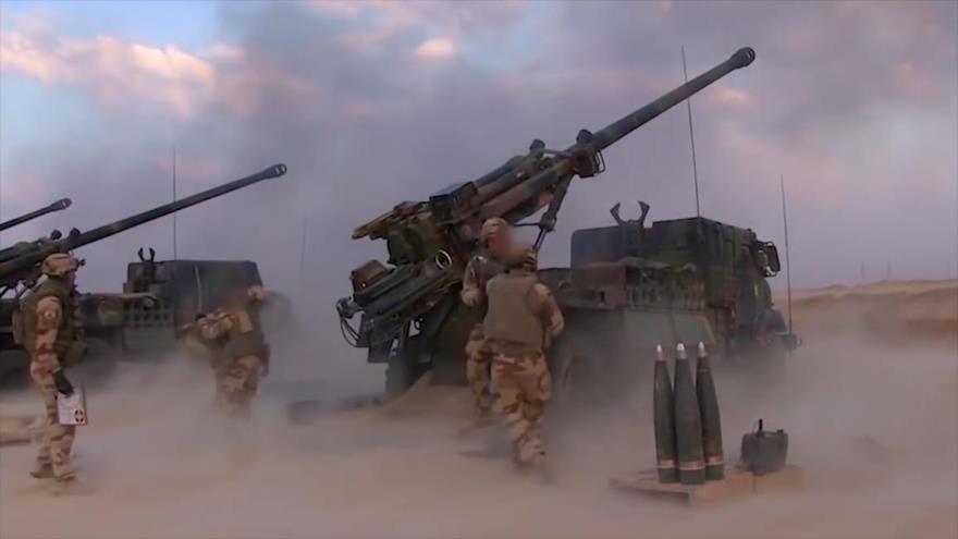 Camiones equipados con un sistema de artillería Caesar, de fabricación francesa.