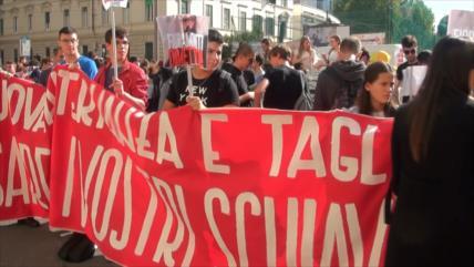 Estudiantes italianos protestan contra precariedad en escuelas