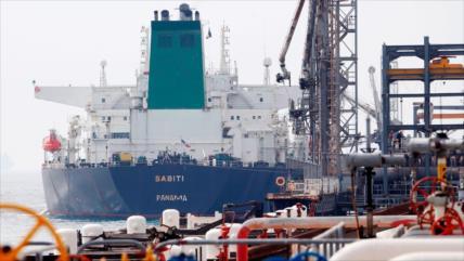 Petrolero iraní atacado en mar Rojo se desplaza hacia Golfo Pérsico