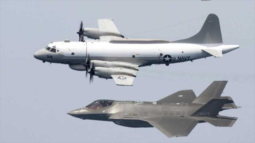 Aviones de reconocimiento de la Armada de EE.UU. en pleno vuelo.