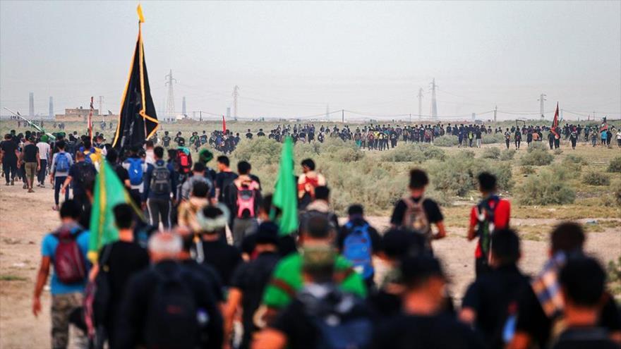 Vídeo: Peregrinos marchan hacia Karbala para conmemorar Arbaín | HISPANTV