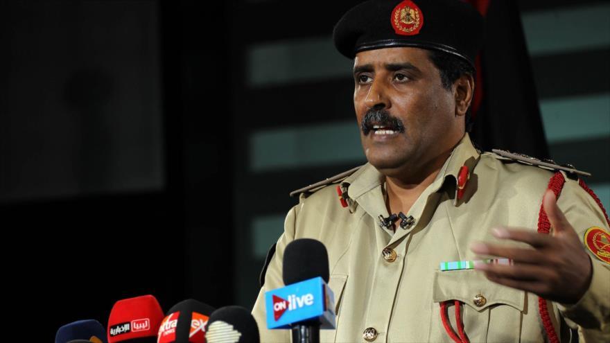 El coronel Ahmed al-Mesmari, el portavoz del autodeterminado Ejército Nacional Libio (ENL), habla con la prensa.