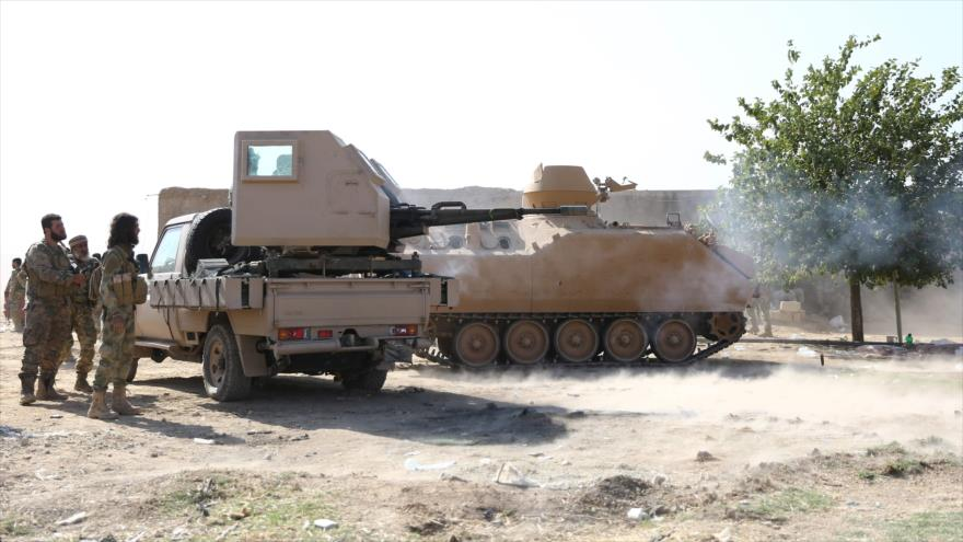 Fuerzas sirias respaldadas por Turquía en la ciudad fronteriza de Ras al-Ain (noreste), 12 de octubre de 2019. (AFP)