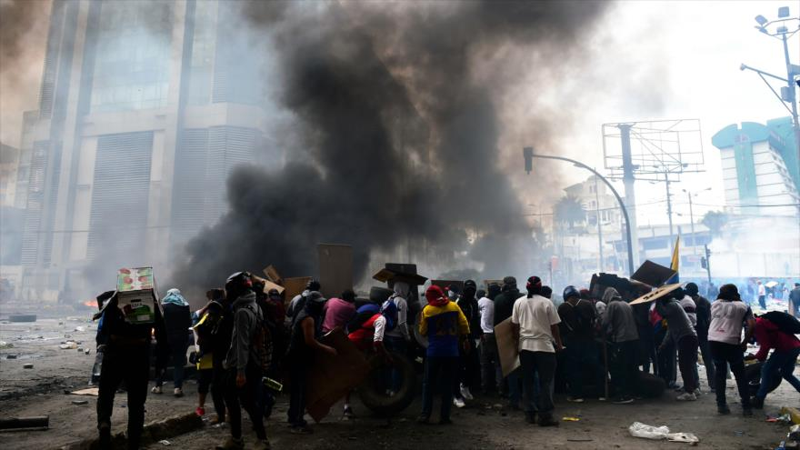 Lenín Moreno ordena toque de queda y militarización de Quito