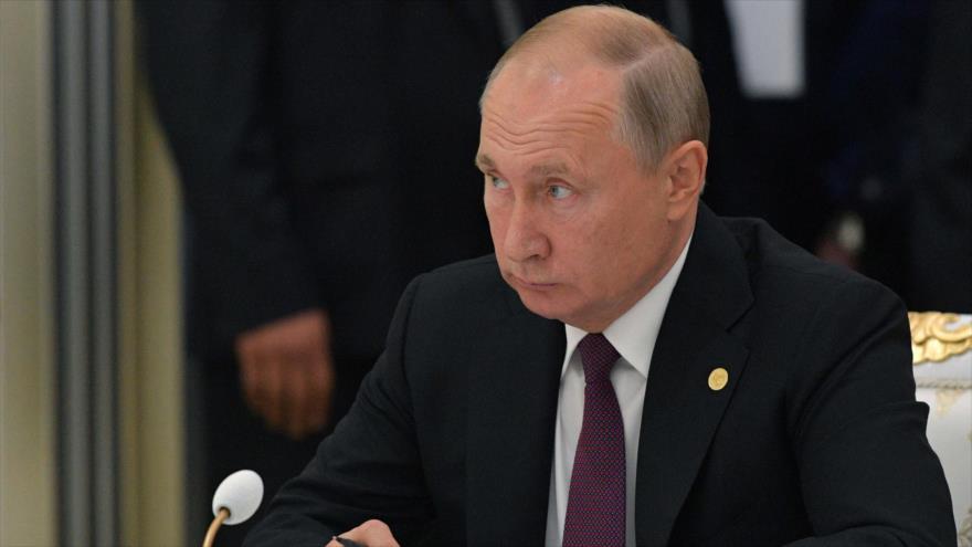 El presidente de Rusia, Vladimir Putin, ofrece un discurso en Ashjabat, capital de Turkmenistán, 11 de octubre de 2019. (Foto: AFP)