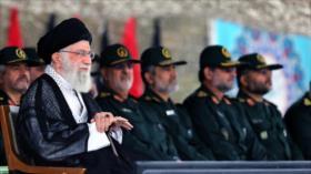 Líder de Irán insta al CGRI a la producción de armas modernas