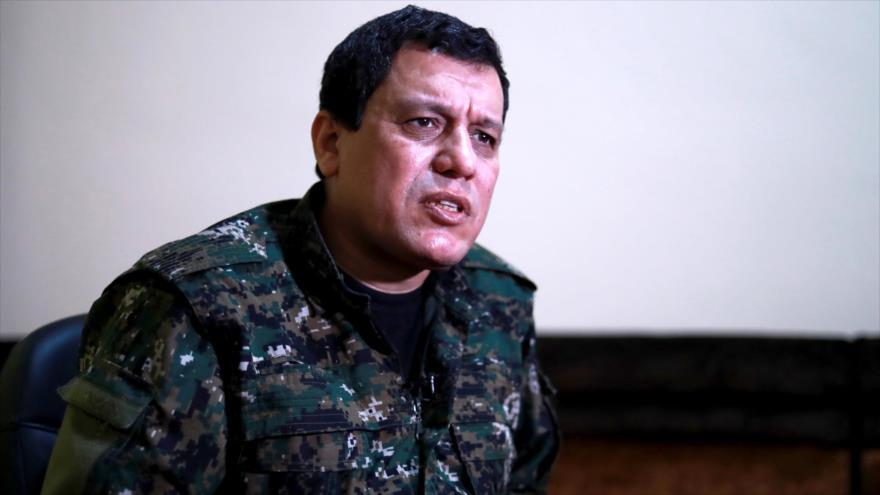 El comandante de las llamadas FDS, Mazloum Kobani, durante una entrevista en la ciudad siria de Al-Hasaka, 24 de enero de 2019. (Foto: AFP)
